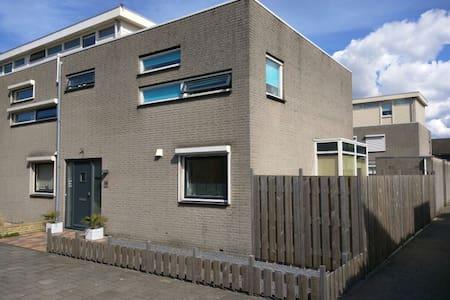 Room with 2 beds with breakfast - Nieuwegein - Ház