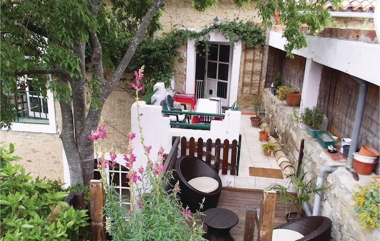 Holiday cottage with 5 bedrooms on 300m² in Azillanet
