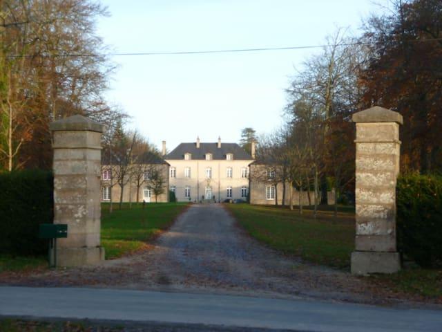 pavillon de garde du Chateau - Brix - House