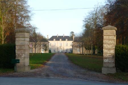 pavillon de garde du Chateau - Brix