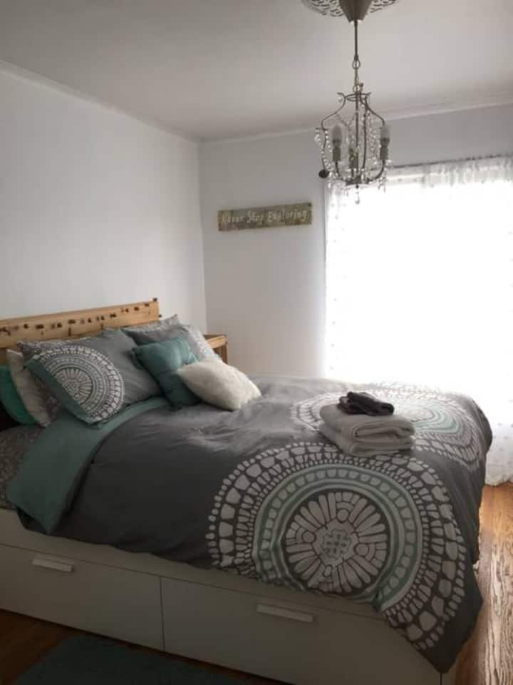 Sunset room near beach and park *with new hot tub