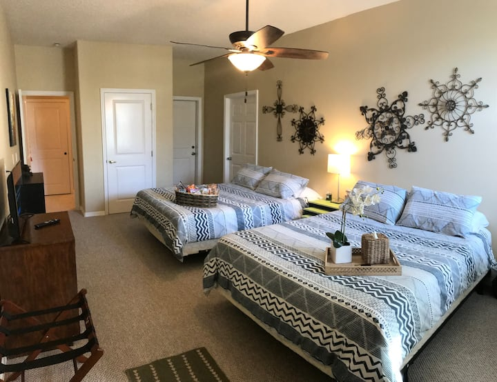 Lake/Sunset View, 2 Queen Beds, Full Bath, Privacy