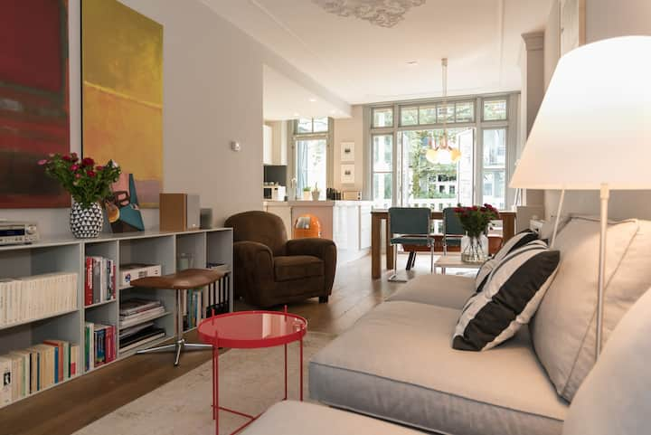 A bright - modern - perfectly located Oud-West Apt