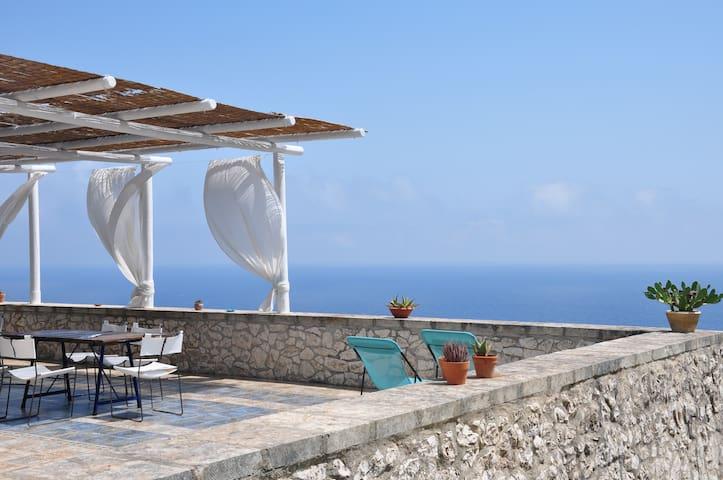 bb&relax Macchia di pele LIBECCIO - Castro - Bed & Breakfast