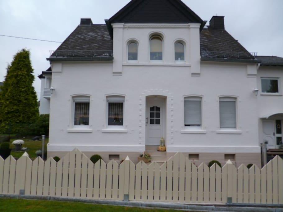 Alte villa 100 qm 2 b der 3 zimmer k che garten houses for Gartengestaltung 100 qm
