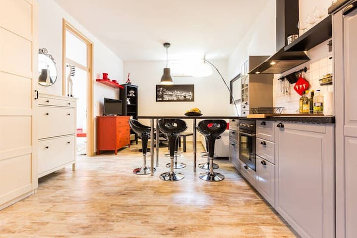 Modern and comfortable apartmen with no balkony