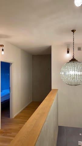 New York style cut-glas chandelier way to bathroom
