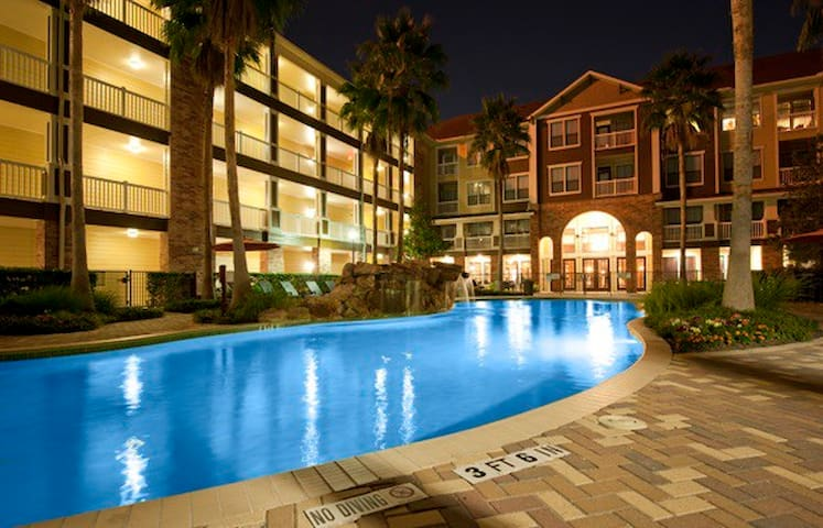 Spacious Pool View-Houston Heights #11CH37 - Houston - Apto. en complejo residencial
