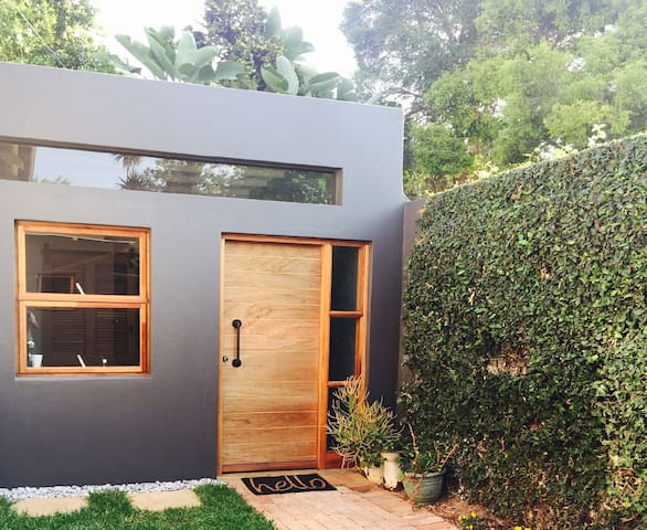 Brand new cottage in quaint Parkhurst