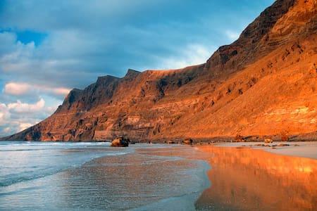 Famara Sand - Калета-де-Фамара