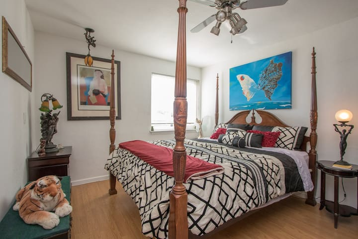 Large California King bed, SLEEP NUMBER bed for you to sleep like a KING / QUEEN.
