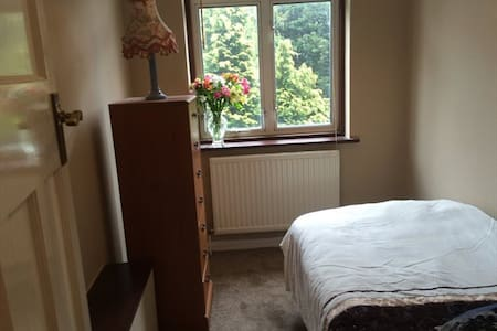 Single Room in Woodford, zone 4 - Woodford