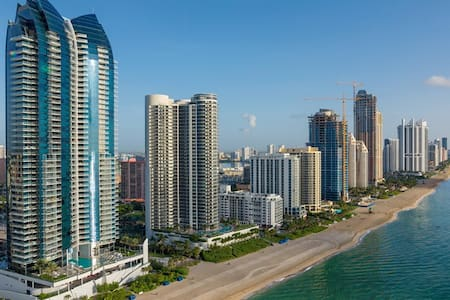 EXCELLENT 2B/2B, walk to the beach. - Sunny Isles Beach - Wohnung