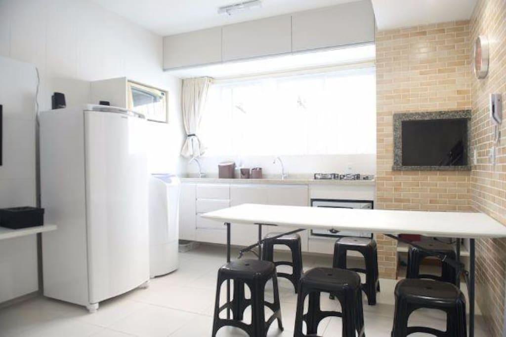 + geladeira, microondas, maquina de lavar roupas.