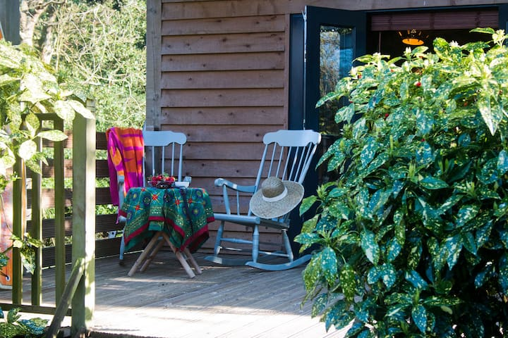 A romantic wooden cottage for 2: The Beech Hut