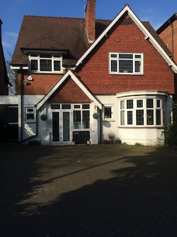 Spacious double room FEMALE ONLY - Solihull - Ev