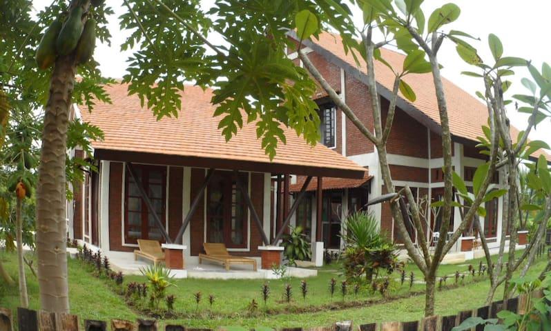La villa Rumah Kita à Carangsari (villa entière) - Payangan - Villa