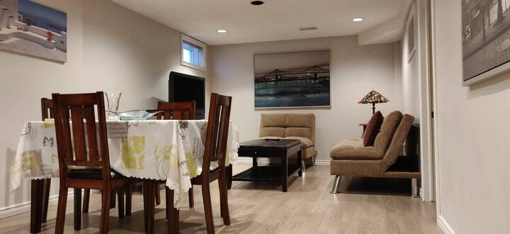 Thornhill Basement Apartment in quiet neighborhood
