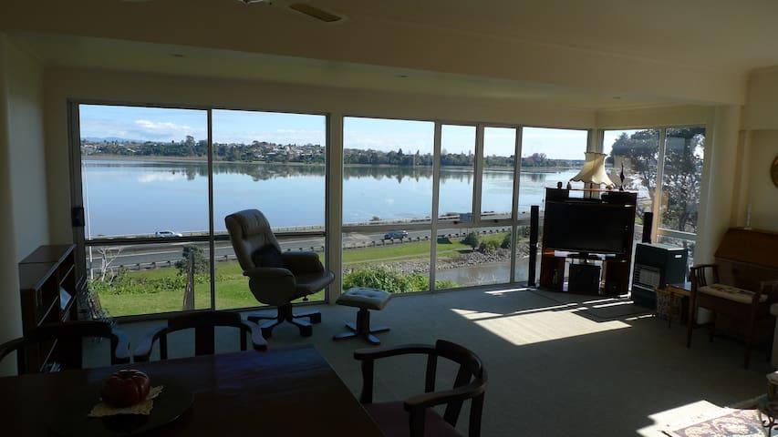 *Spacious inner city waterfront apartment Tauranga