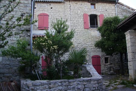 Maison en pierre Sud Ardèche (proche Pont d'Arc)