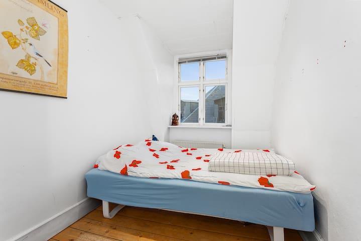 Simple, Small Room in Central Nørrebro