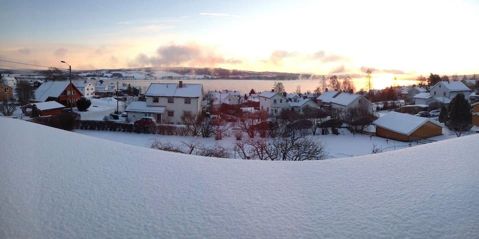 Lys og sentral leilighet med flott utsikt - Gjøvik - Apartamento