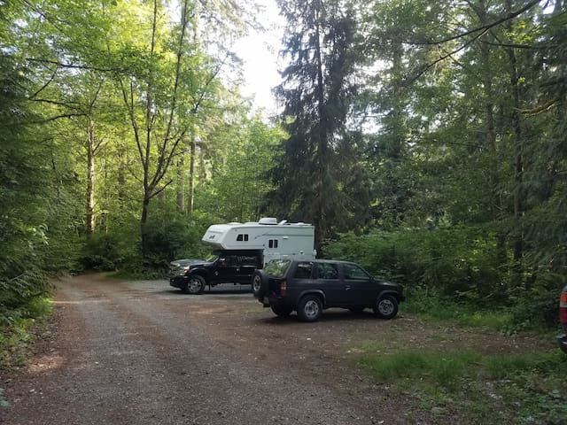 In Your Vehicle Camp & Amenities Near Seattle
