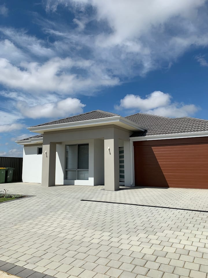 New and large house,welcome to live.