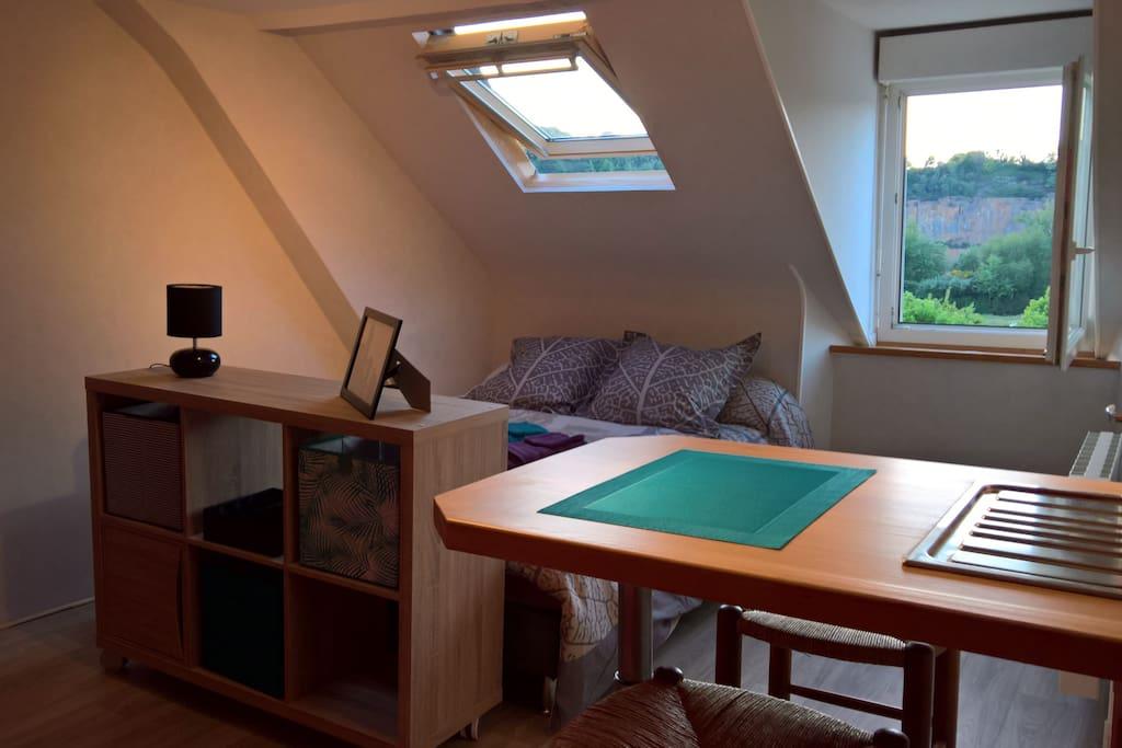 Lit 140 cm confortable dans logement très  calme