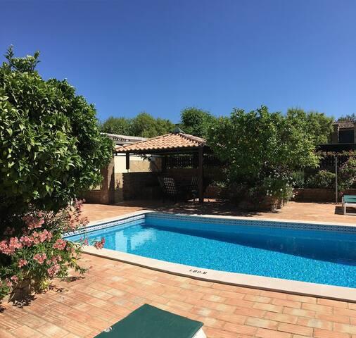 2 Bedrooms villa in quite location - S. Brás de Alportel - บ้าน