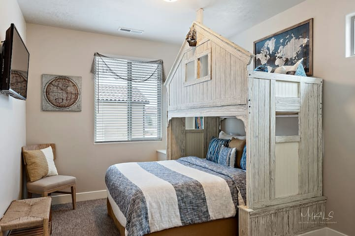 """Bedroom #3 Clubhouse Queen and twin. Adjacent to Bath and 45"""" Samsung."""