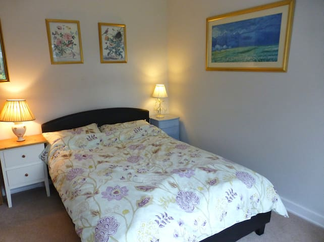Lovely Room in Fabulous UK Village - Elstead - Dom