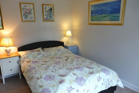Lovely Room in Fabulous UK Village - Huis