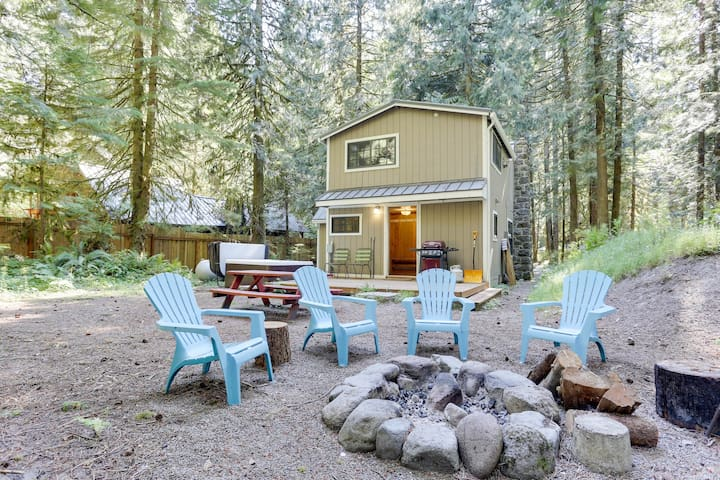 Beautiful dog-friendly chalet with private hot tub, fire pit, & mountain views!