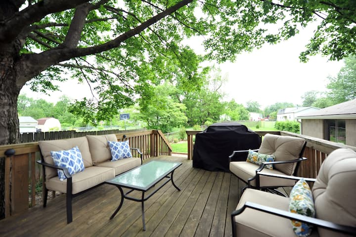 ☆ .9 Miles to Expo Center ☆ Large Backyard