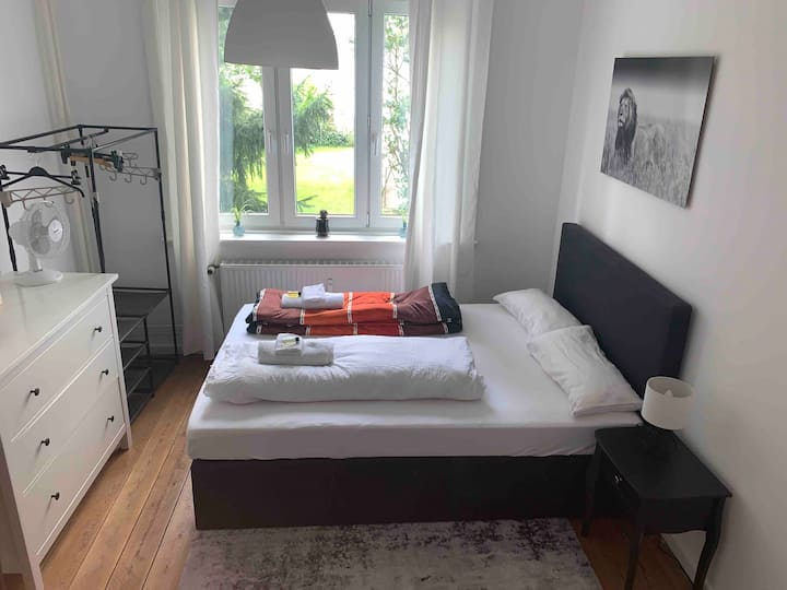 A cosy, stylish and serene room near StadtPark