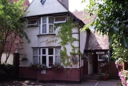 Heather House Oxford, 20 minutes walk to Oxford - Oxford