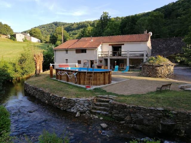 """au moulin"""