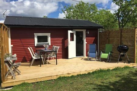 Nyrenoverad gäststuga på 34 kvm på norra Gotland