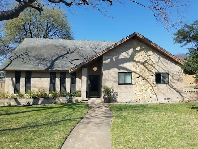 Comfy Home in Trendy Lochwood near White Rock Lake - Dallas - Ev