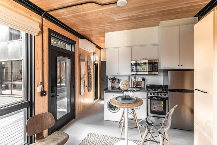 Cozy Tiny Home with Self Check-In and Wifi!