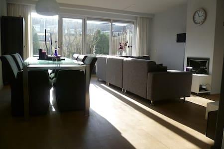 Modern and sunny house near Utrecht - Woerden - บ้าน