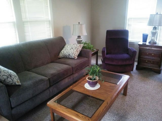 Cozy, Comfortable Private Home - Topeka
