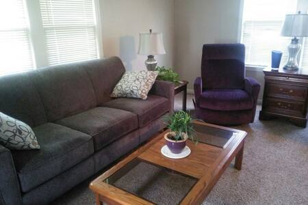 Cozy, Comfortable Private Home - Topeka - Ház