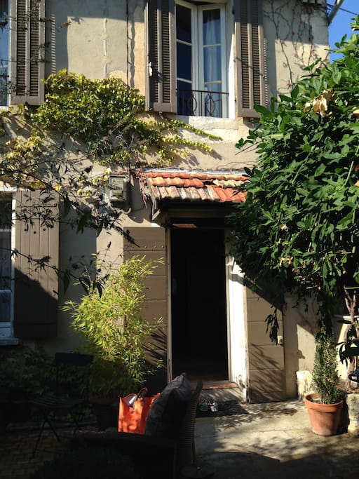 Maison de ville beaucoup de charme houses for rent in - Maison d en france salon de provence ...