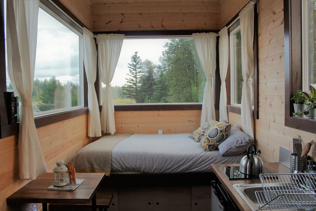 Great view of Silver Lake from your bed!