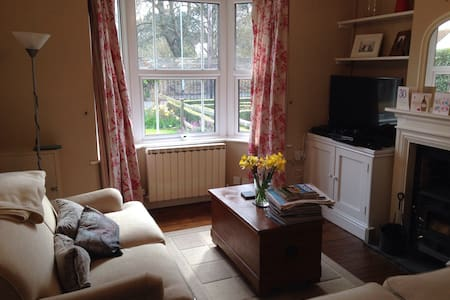 2 bed house Central Ely location - Ely