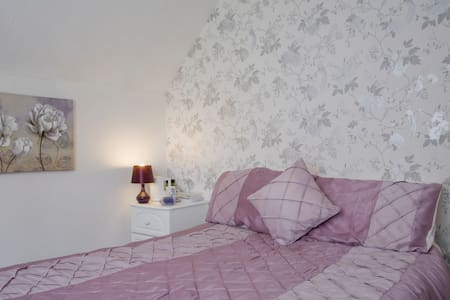 Suite for up to 4 guests, peaceful location. - Burton upon Trent - Banglo