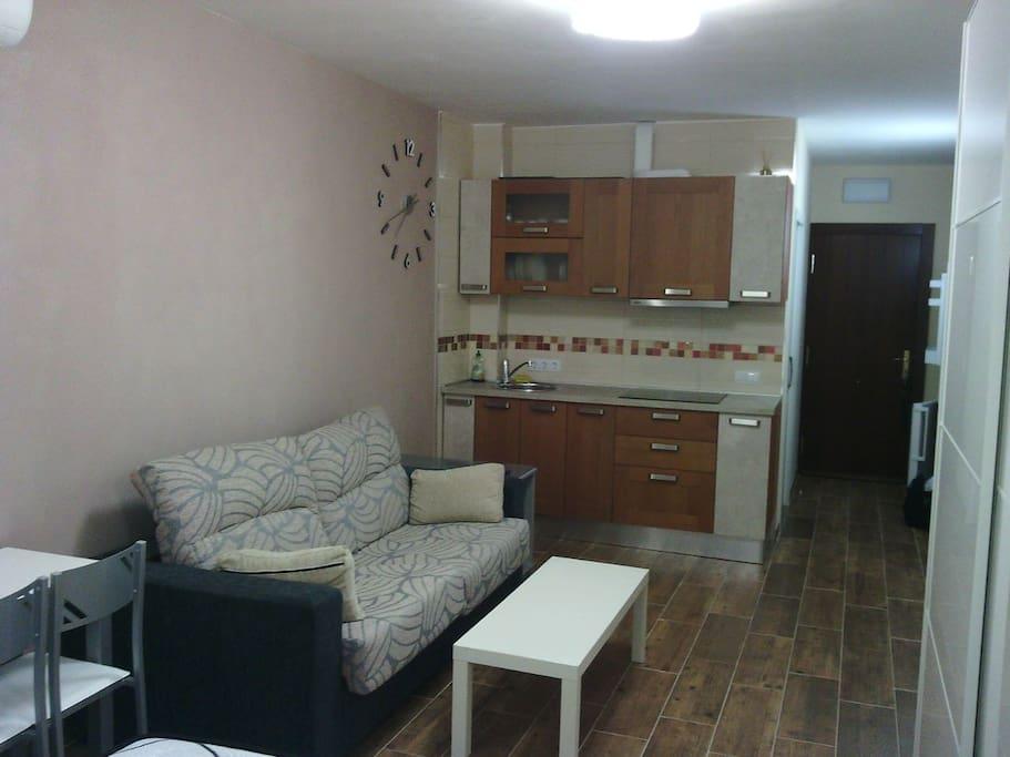 Moderno estudio en torremolinos centro apartamentos en - Estudio en torremolinos ...
