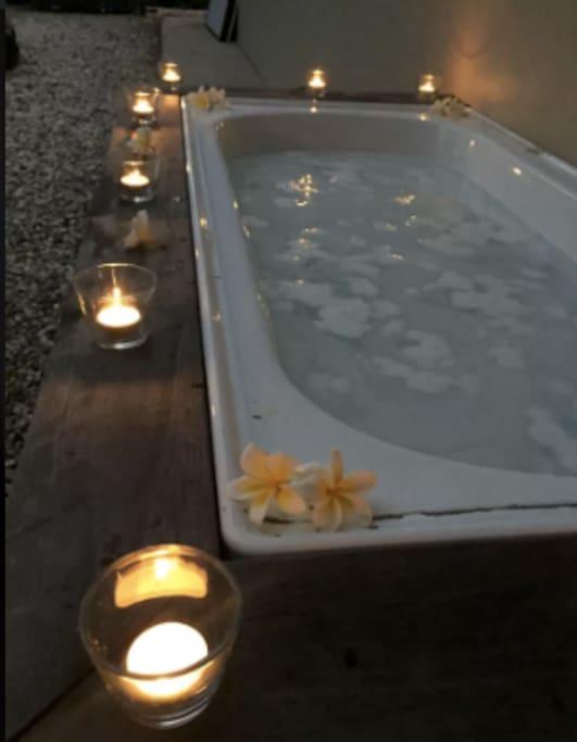 Share outdoor bath